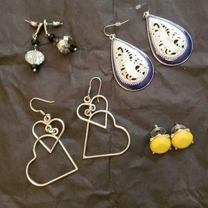 🦄FREE w/ 3 item bundle🦄4 pair of earrings